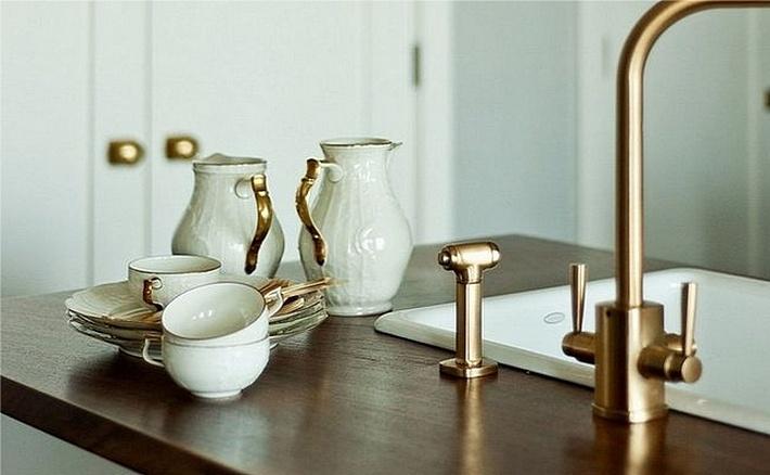 11. оттенки золота на кухне