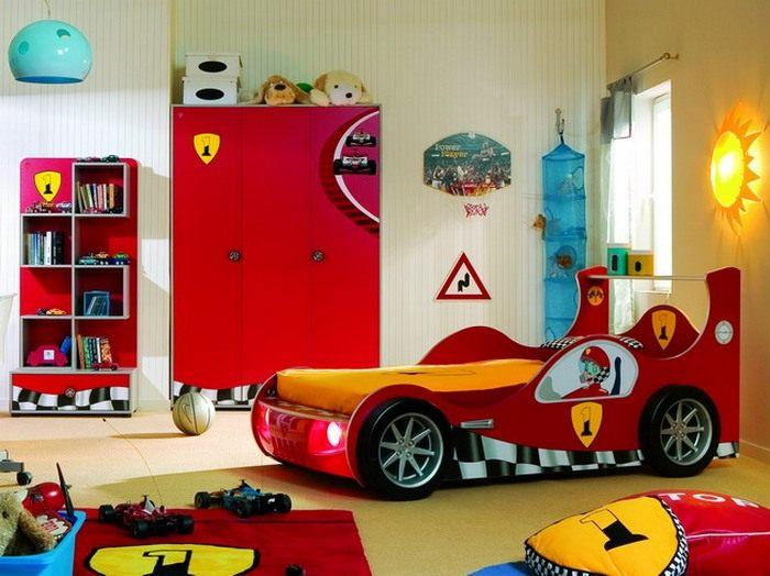 Avtomobilnaya_tematika_v_interiore_detskoy_komnaty