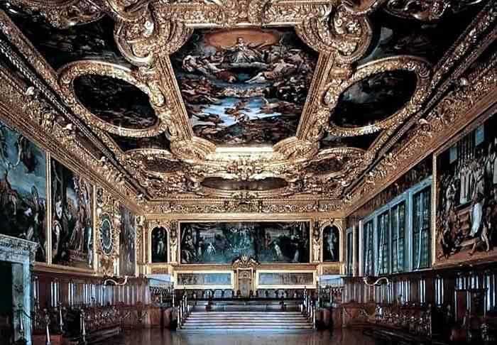 Dvorcoviy_interior_v_stile_manerizm