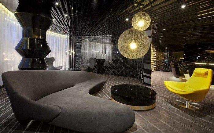 Interior_cluba_v_chernom_cvete