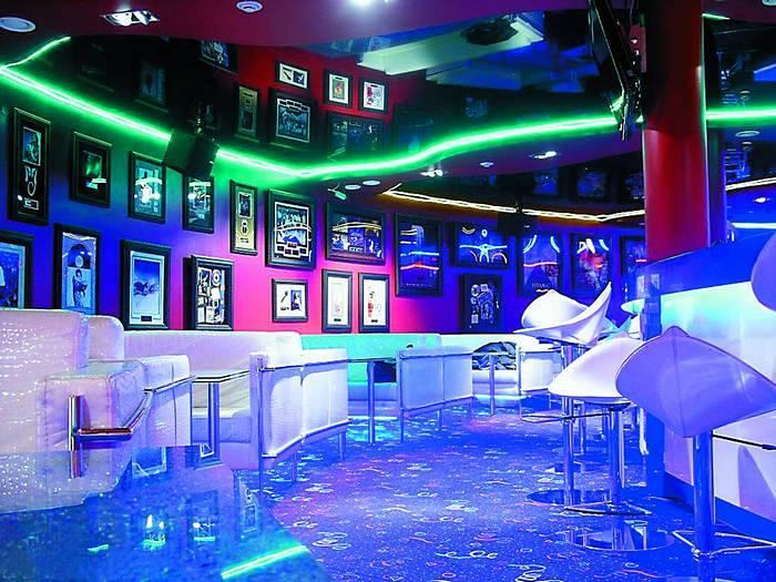 Interior_kluba_v_stile_tehno