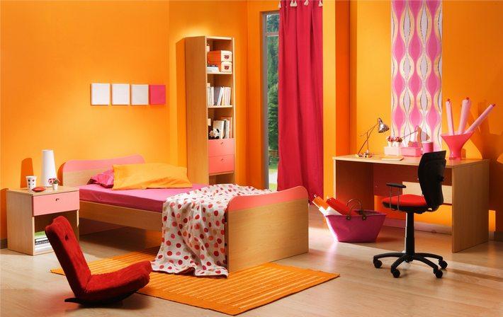 интерьер комнаты в оранжевом цвете