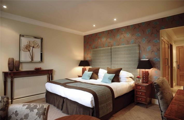 коричневый цвет в интерьере спальни
