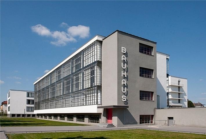 Здание школы баухаус в дессау
