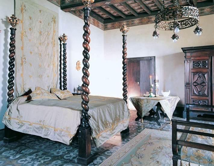 15. Спальня в средневековом стиле