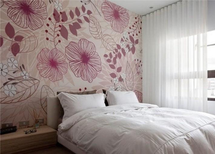 8. Принты на обоях в спальне