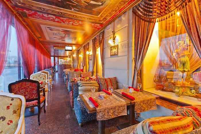 Interior_restorana_v_stile_kitch