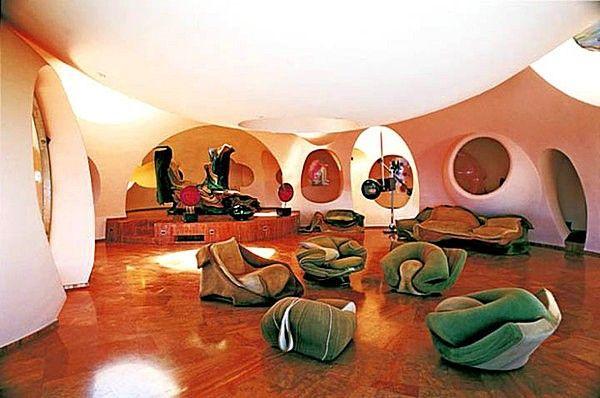 Nishi_v_avangardnom_interiore